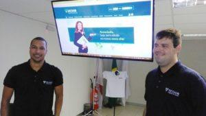 Júlio Marcos, diretor de marketing, e Maicon Bruno, auxiliar de TI